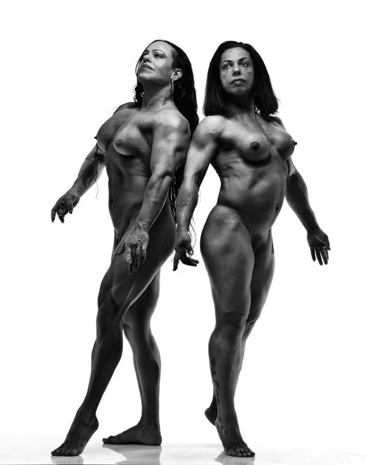 Однако женщины-атлеты сталкиваются с парадоксом в течение всей своей жизни: они постоянно оценивают