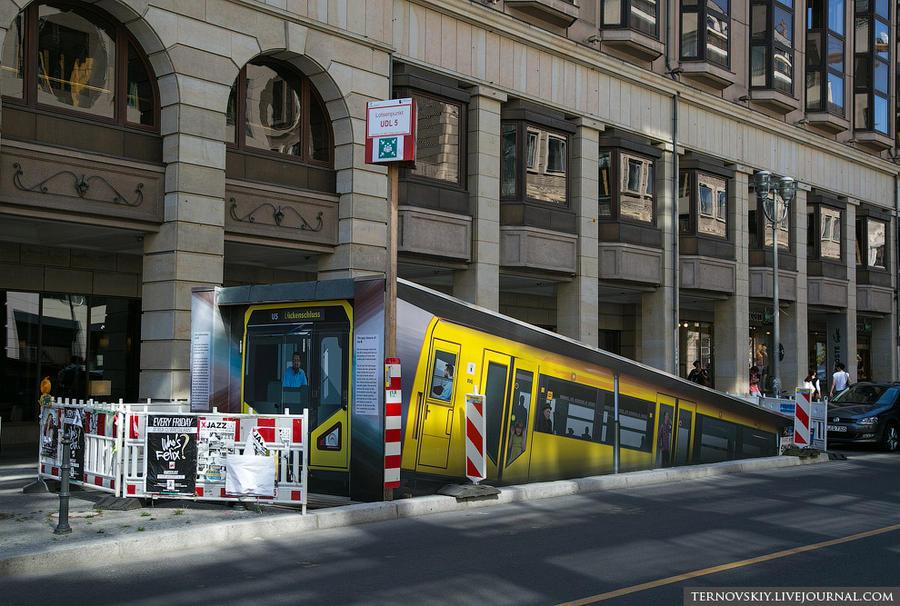 9. А это немцы обозначили выход из строящегося метро. Посмотрие какая милота! Это же прекрасно! Когд