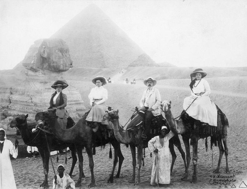 Около 1900 года.