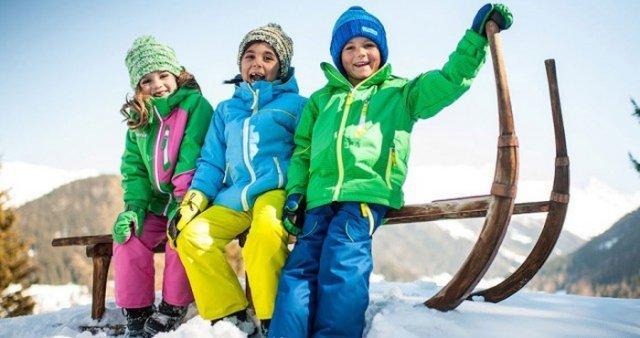 Детей с детсада учат дружить с погодой исамим определять, как одеваться в зависимости от времени год