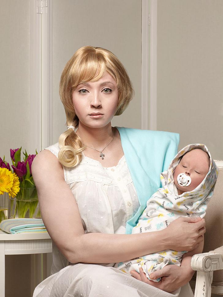 Рут, 25 лет, и Лиллиан, 3 месяца. На одной из фотографий, которая называется «Исмэй, 44», Тайрелл из