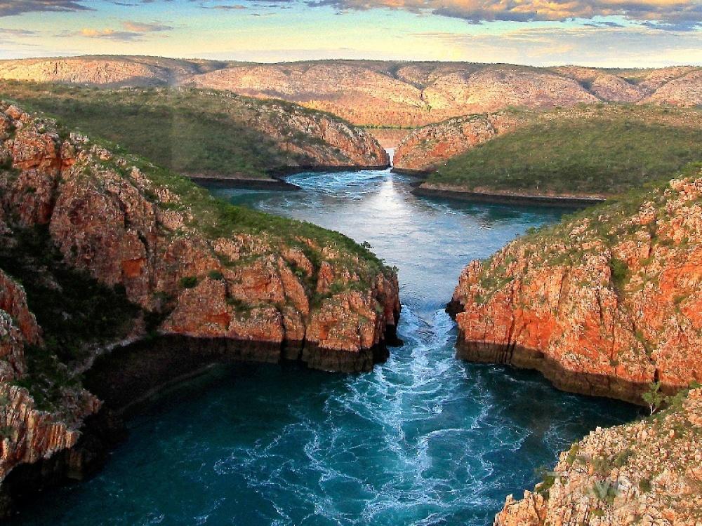 Австралия славится удивительными водопадами, среди которых необыкновенно красивый Рассел имногоуров