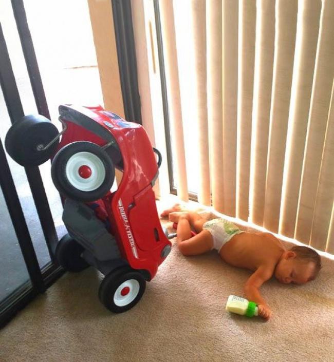 © themetapicture.com  Мой сын катал машину подому ипил молоко, апотом янашел его вот втак