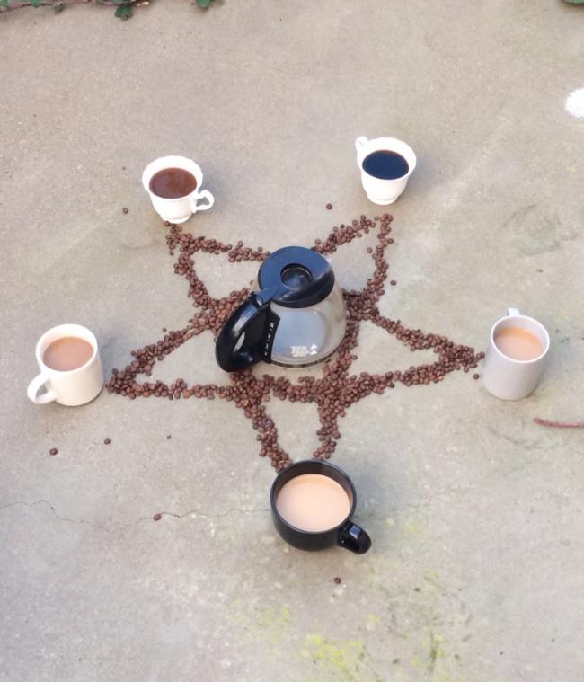 © imgur  Когда яуношу засобой чашки из-под кофе, удивляюсь, когда это яуспел столько выпить