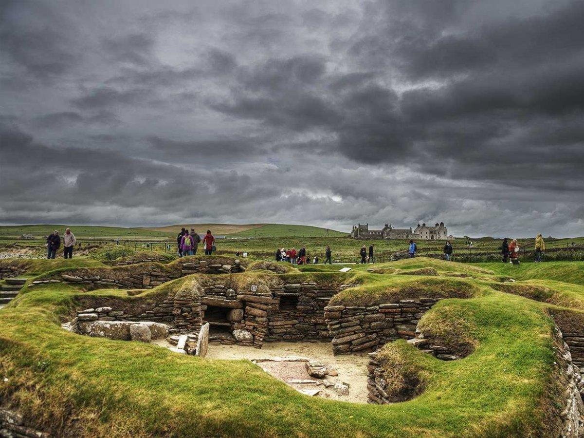 23. Скара-Брей — одно из наиболее хорошо сохранившихся поселений эпохи неолита в Европе.