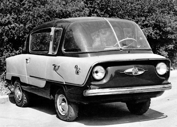 Надо сказать, что было создано два автомобиля с универсальными кузовами, съемной крышей типа хардтоп