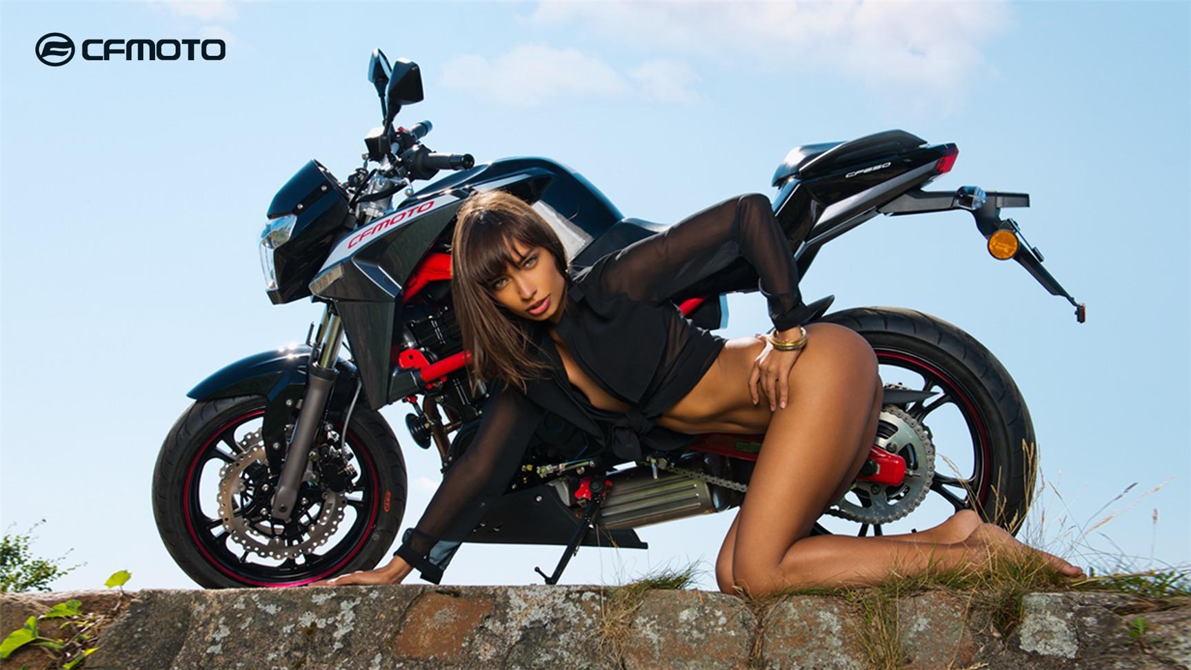 эротические фотозарисовки с квадроциклами и мототехникой CFMoto