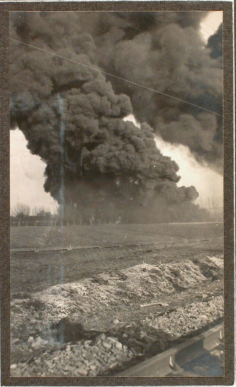 39. Пожар вблизи железнодорожного полотна, возникший после взрыва емкости с бензином