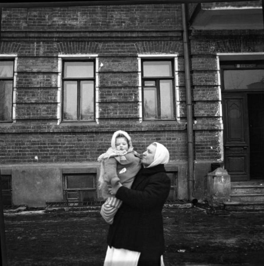 Прогулка в Петровско-Разумовское. «Валя на руках у няньки»