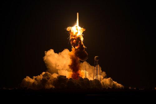 Американская ракета SpaceX взорвалась прямо перед стартом