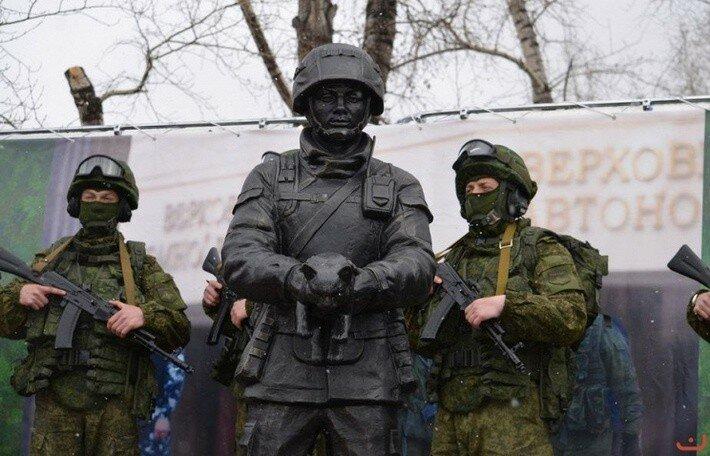 Памятник вежливым людям в Белогорске2.jpg