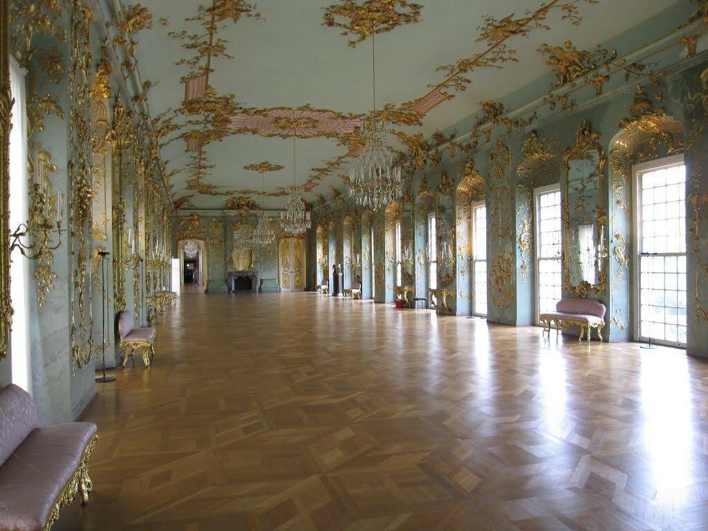 inside_the_palase_Sharlotenburg.jpg