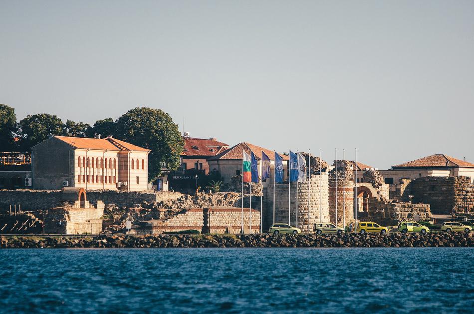 Сейчас город поделен на две части: Старый Несебр, который находится на полуострове и Новый — материк