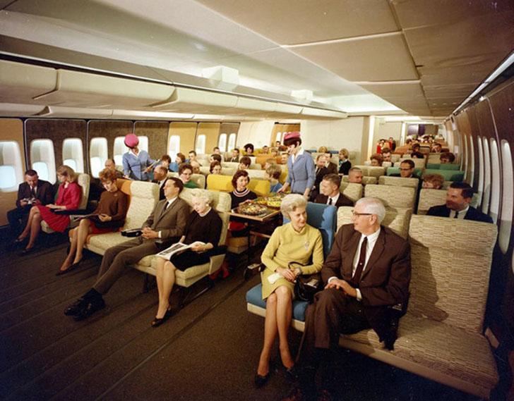 Прототип салона экономкласса для самолета на 400 мест с широким фюзеляжем.