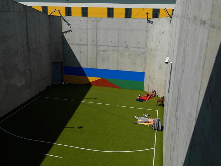 Франция. Centre Penitentiaire de Lille-Annoeullin — это тюрьма с разными уровнями безопасности. В уг