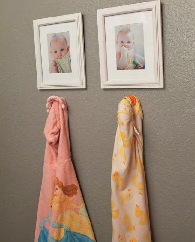 Чтобы дети неперепутали свои халатики или полотенца. Поаналогии можно сделать маленькие фото для в