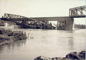 Вид восстановленного моста через реку Вислоку.