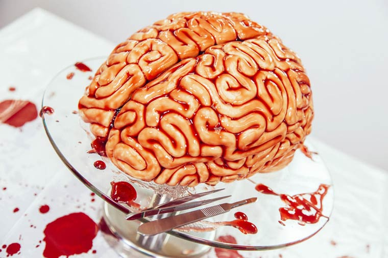 Walking Dead Cake – How to create a bloody brain-shaped cake for Halloween (5 pics)