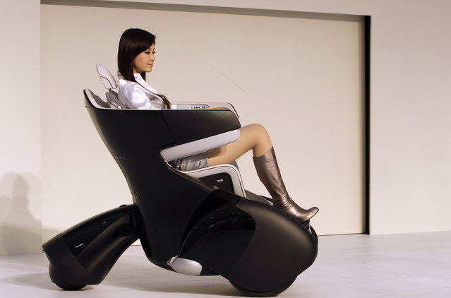 A model drives a Toyota i-REAL concept car at the Shanghai International Auto show, April 2009. (Pho