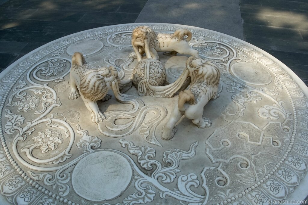 Три льва, монастырь Лингуан, Бадачу