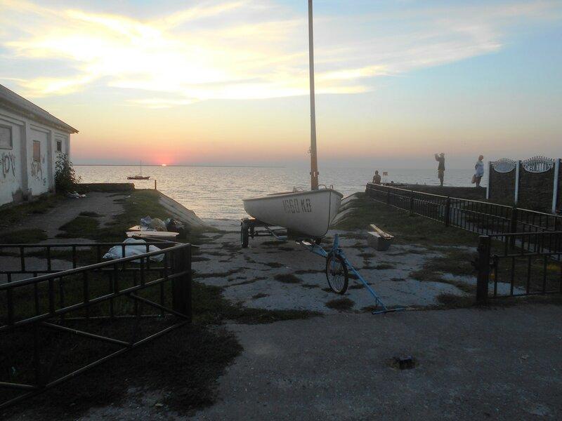 На закате, яхта уже на берегу ... DSCN9444.JPG