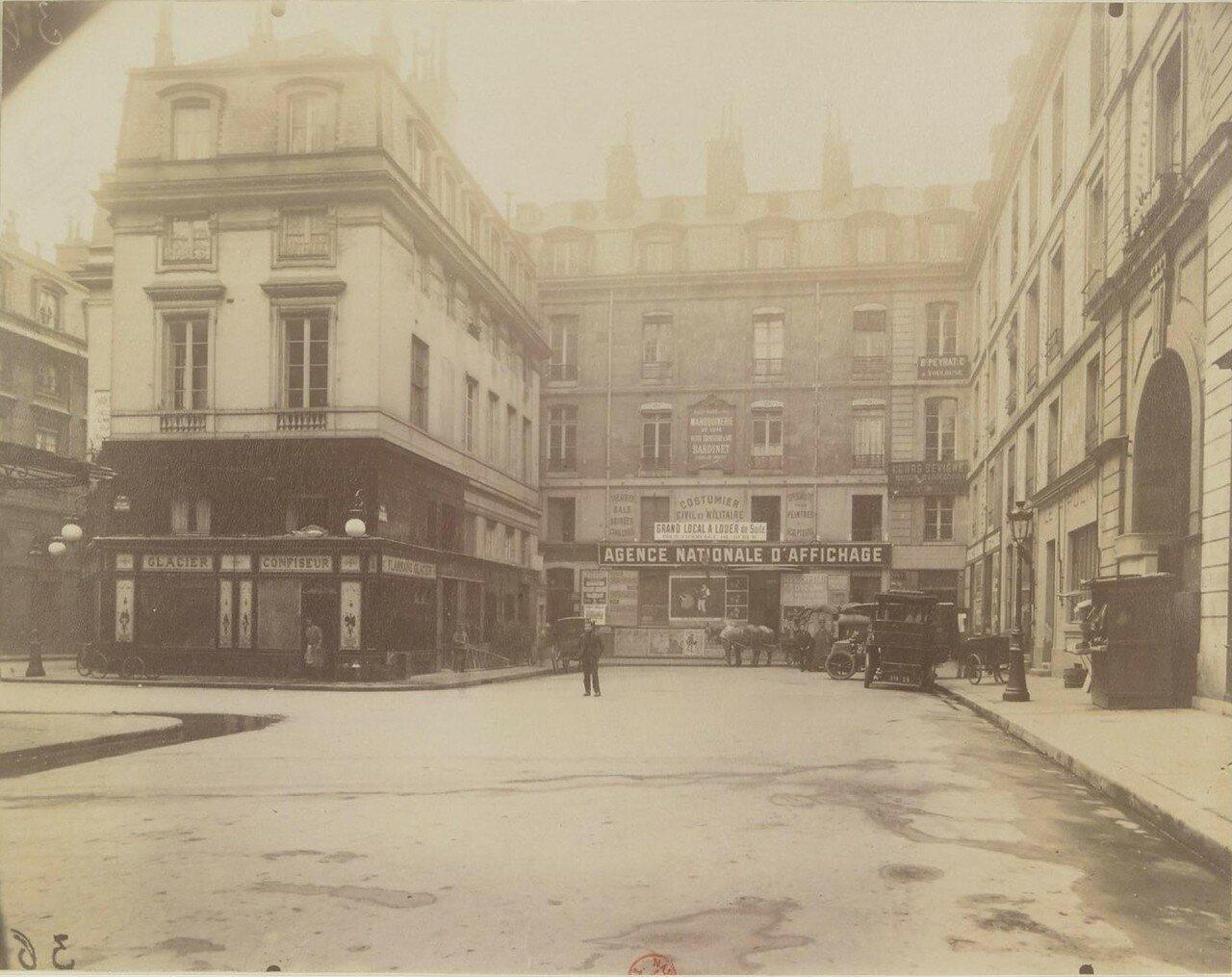Площадь де Валуа. Вид из проулка Генриха IV. Июнь