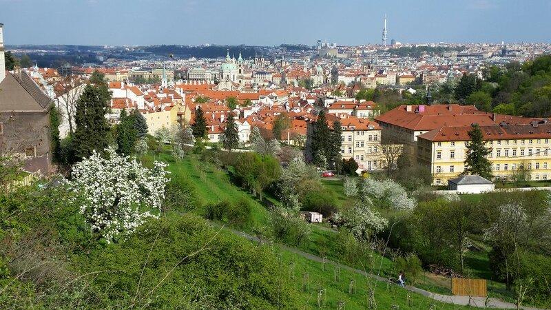В апреле расцветает Прага