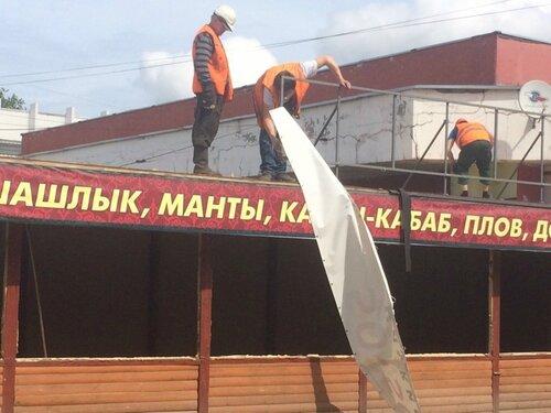 В Твери сносят незаконно построенное кафе