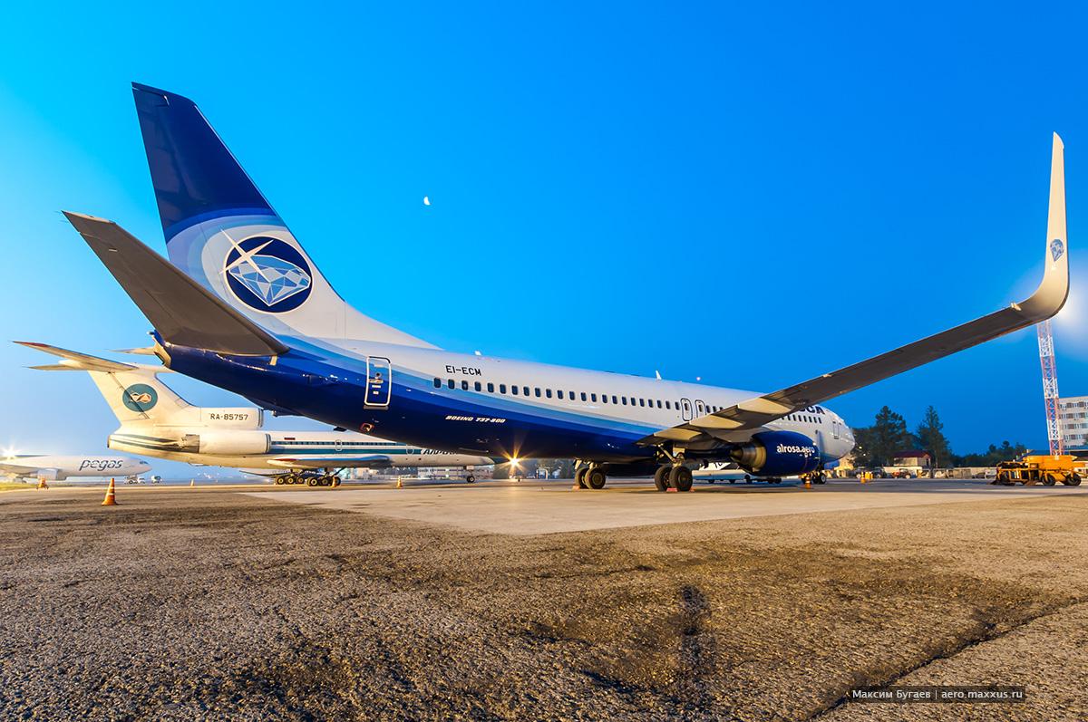 Boeing 737-800 (EI-ECM) авиакомпании «Алроса» в Новосибирске. (с) Фото Максима Бугаева