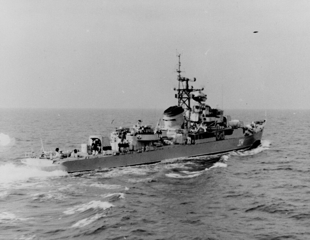 Soviet Baltic fleet Riga class ocean escort, photographed during mid-1960 in the Baltic.