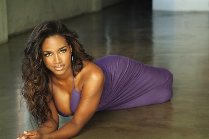 2. Кенья Мур (Kenya Moore) Американская актриса кино и телевидения, продюсер, модель и писательница.