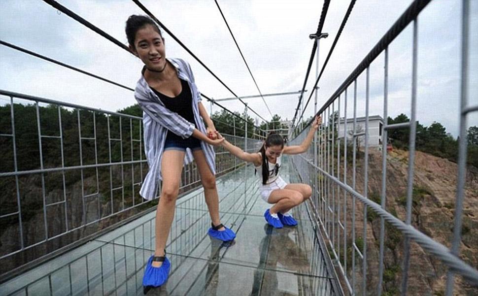 «Мост героя» пролегает на высоте 180 метров над землей и находится в национальном парке Шинючжай в п