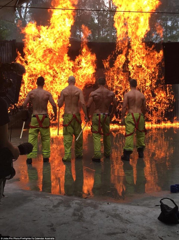 Пожарные из Австралии своими снимками собирают по несколько сотен тысяч долларов ежегодно, чтобы обл