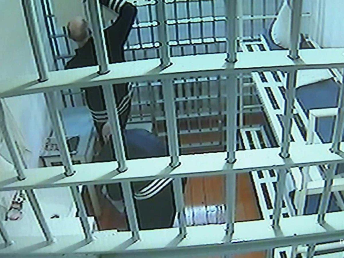 Преступники находятся под круглосуточным видеонаблюдением.