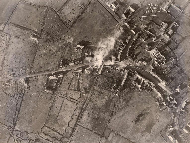 19. Последствия бомбардировок на Западном фронте. Снимок сделан с британского самолета, 16 февраля 1
