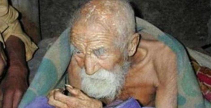 Он не может документально подтвердить свой возраст, но при взгляде на него ясно, что он прожил