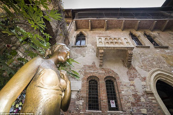 Кинопостановки сюжета о Ромео и Джульетте заставили тысячи поклонников ехать в Верону, чтобы посмотр