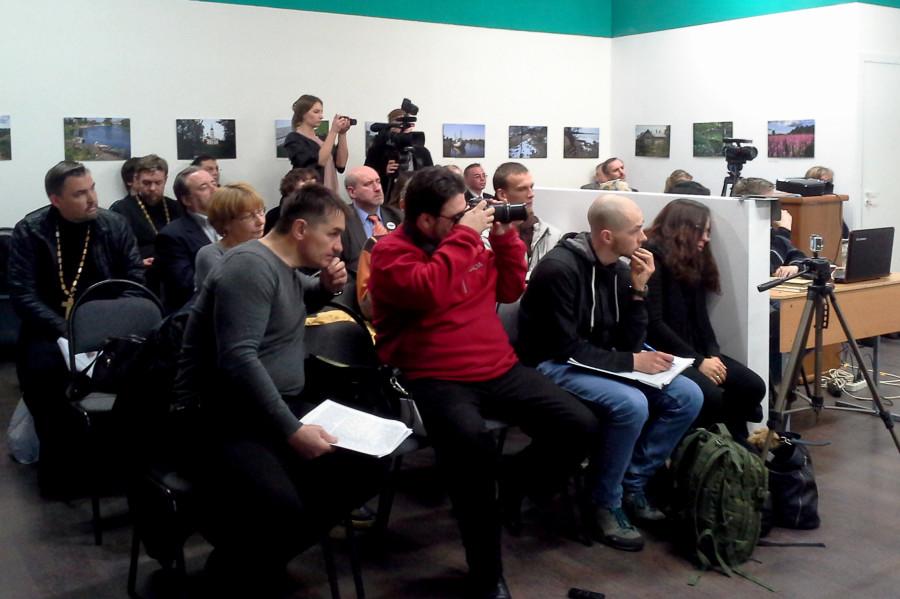 20170505-Первая дискуссия на тему «Нам нужно расстаться, или Он уже не тот Ленин, который живее всех живых» прошла в арт-пространстве «Ингербург» Гатчины
