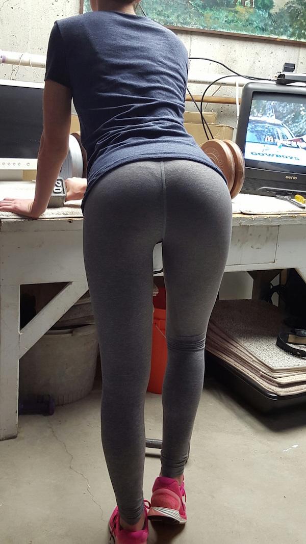 попки девушек в брюках фото