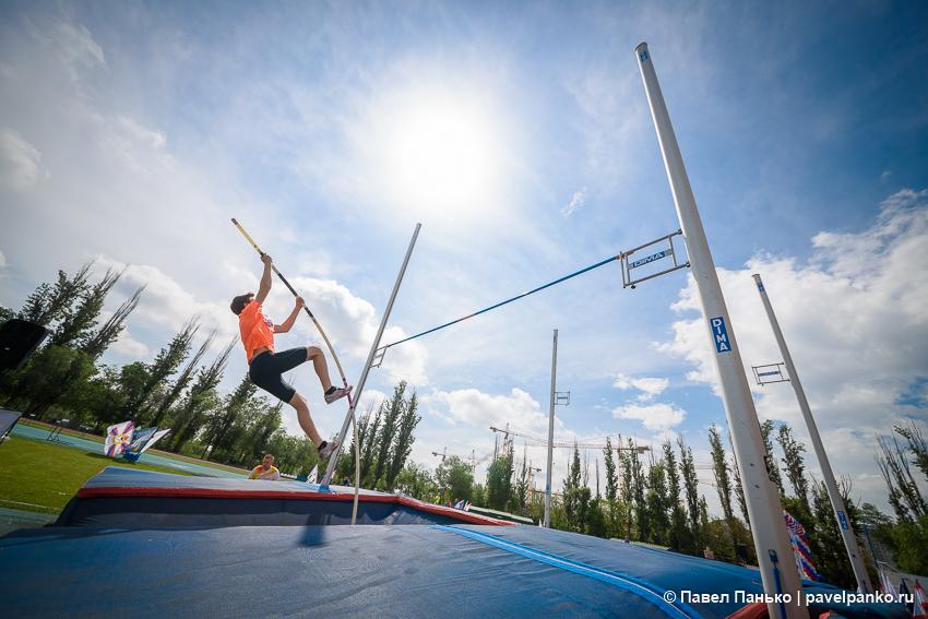 спорт прыжки с шестом легкая атлетика