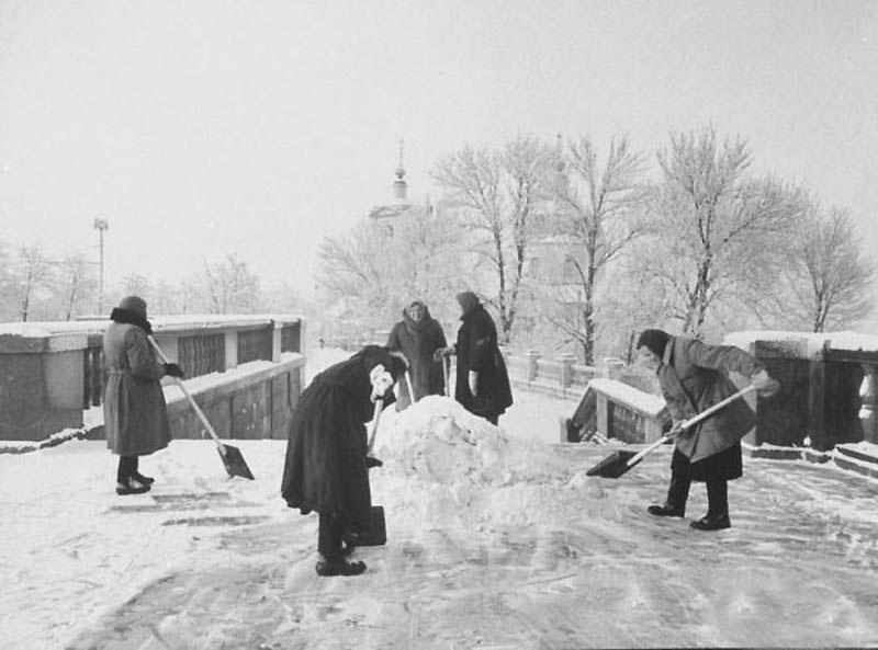64829 На смотровой площадке Ленинских гор 1959.jpg