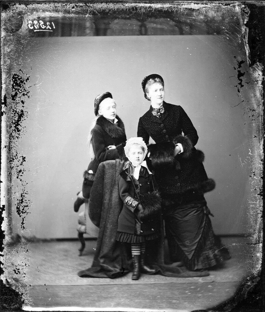 1879. Елизавета, Мария Анна и Луиза Саксен-Альтенбургские