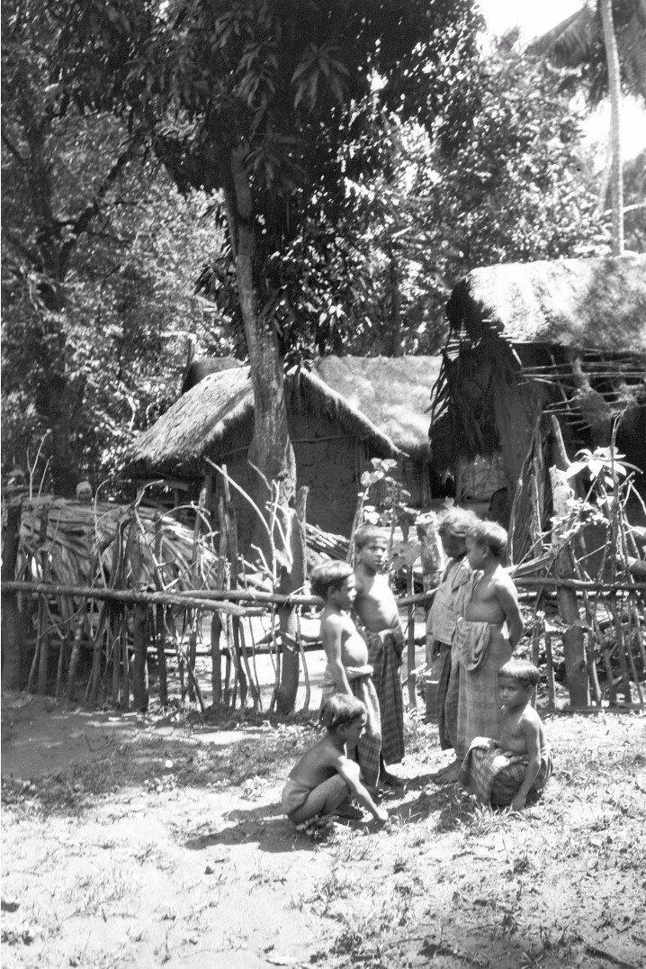 48. Группа детей в Моландени