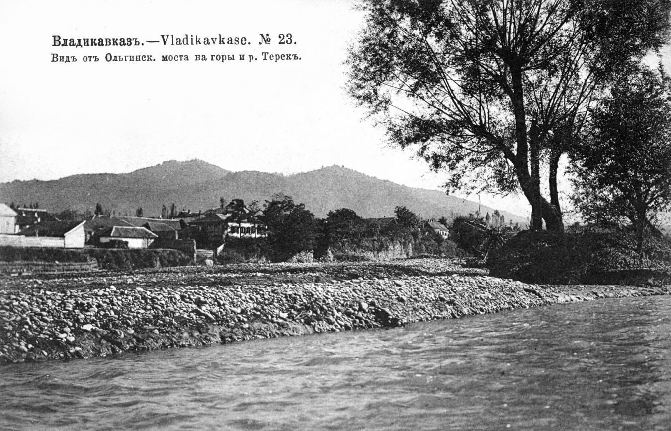 Вид от Ольгинского моста на горы и реку Терек