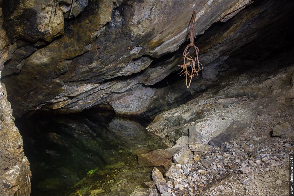 Водопад в заброшенной штольне
