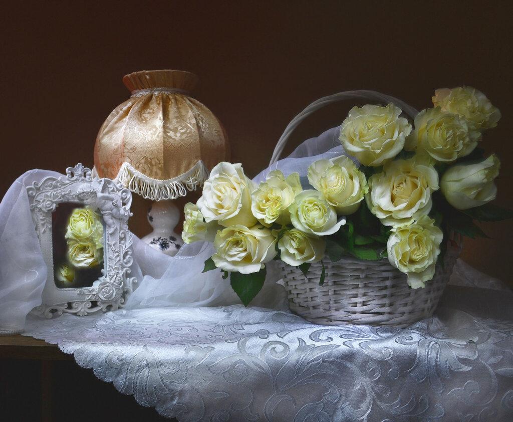 И аромат прекрасных роз...