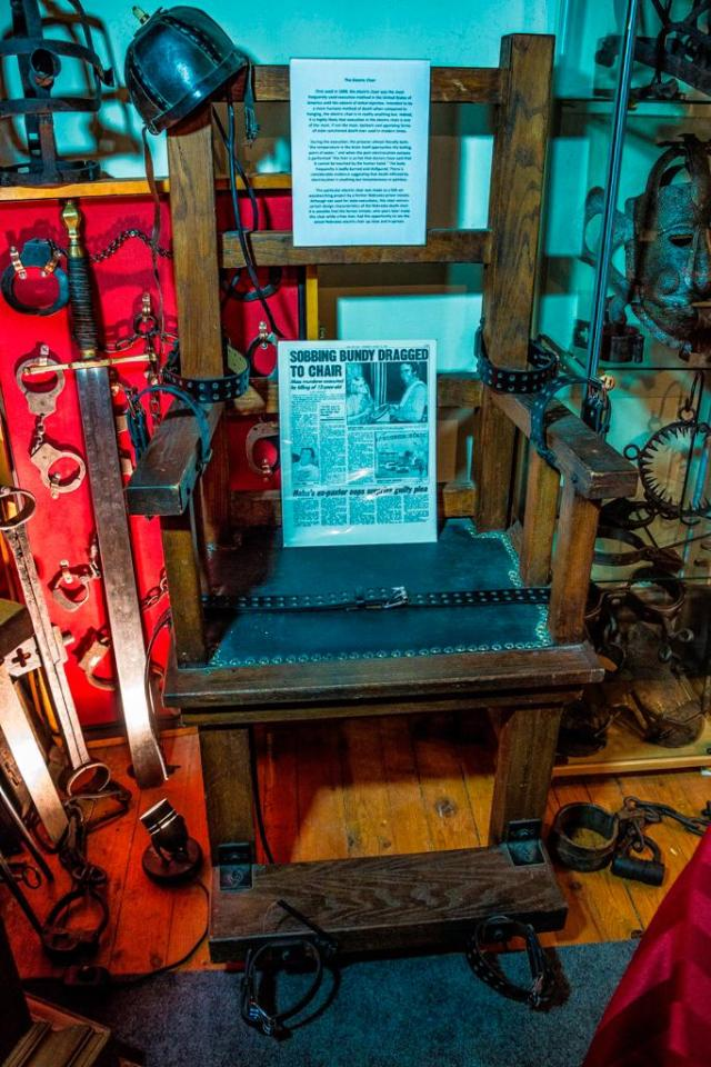 Удивительная коллекция орудий пыток