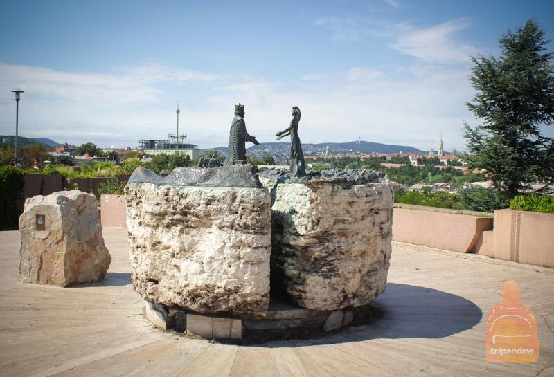 Памятник Буде и Пешту