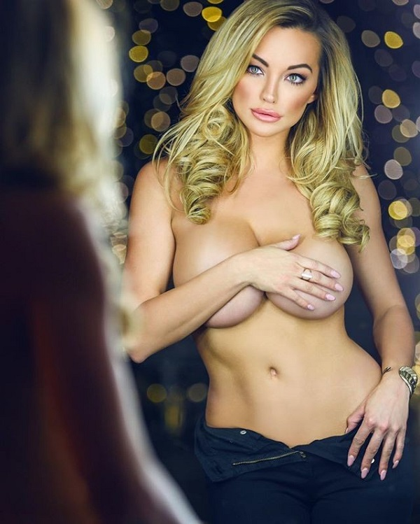 А как думаешь ты, лицемерит ли красотка, говоря, что хотела бы иметь маленькую грудь? Не забудь поде