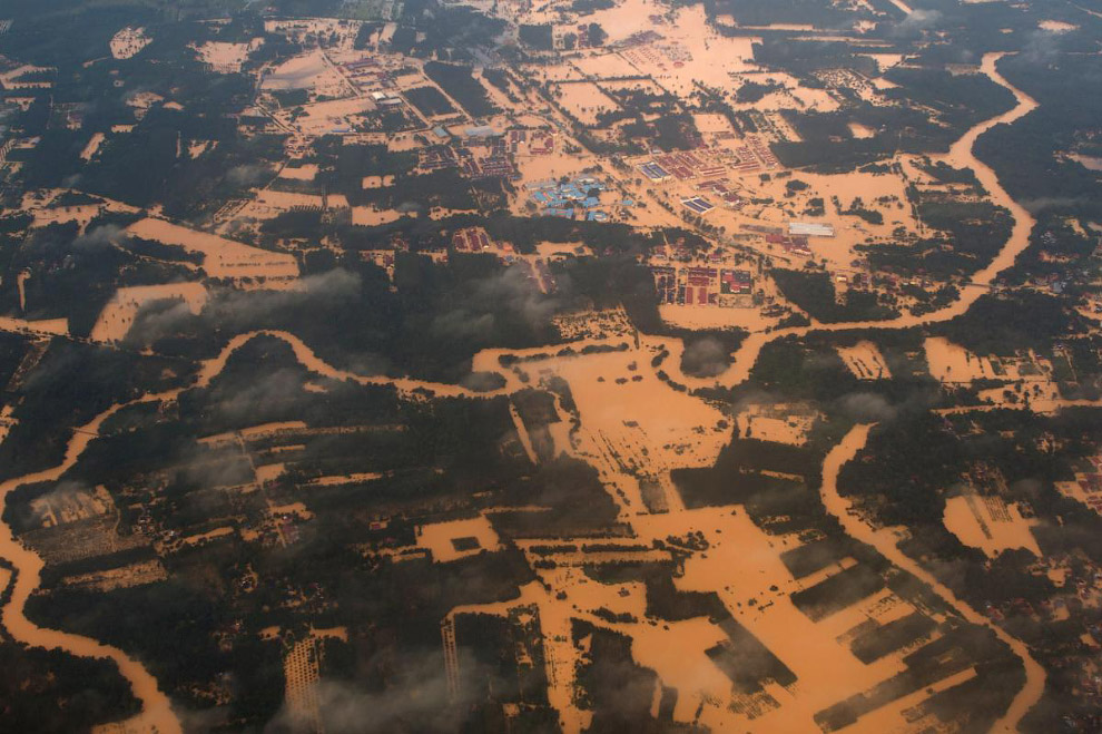 6. Плотина и водохранилище Жагуари во время сильнейшей засухи в Бразилии. (Фото NACHO DOCE):